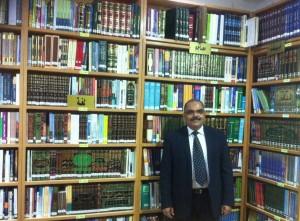 صورة بالمكتبة